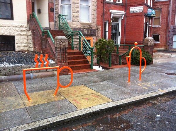 Только по самой парковке для велосипедов понятно куда попал.