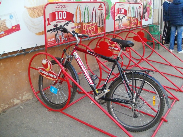 Велопарковка для любителей мороженка-)
